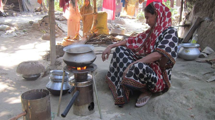 cooking-on-champion-in-deganga